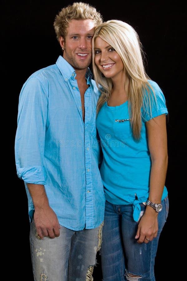 Het jonge Kaukasische Paar Omhelzen royalty-vrije stock afbeelding