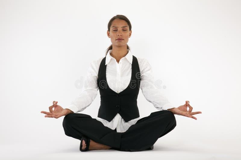 Het jonge Mediteren van de Vrouw royalty-vrije stock foto