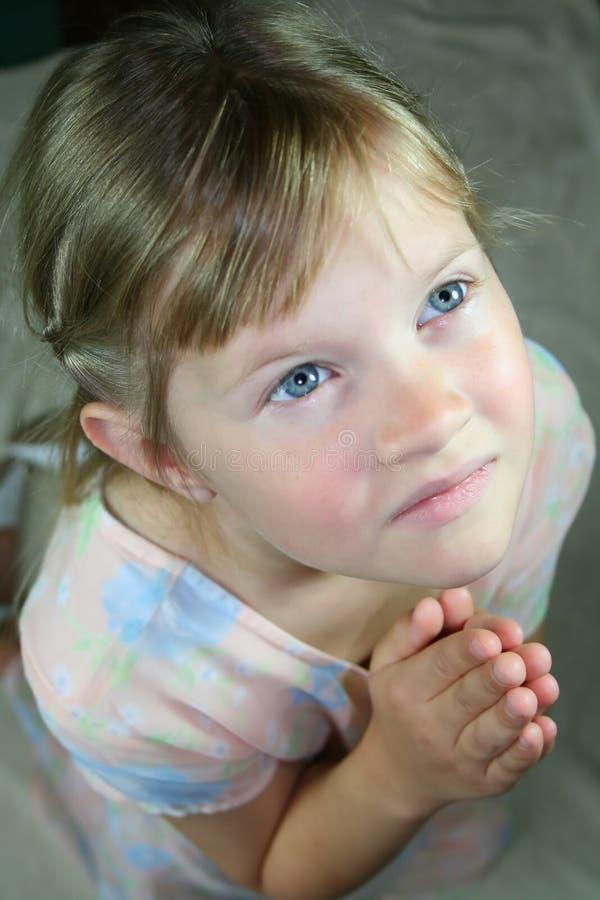 Het jonge meisje bidden. stock foto's