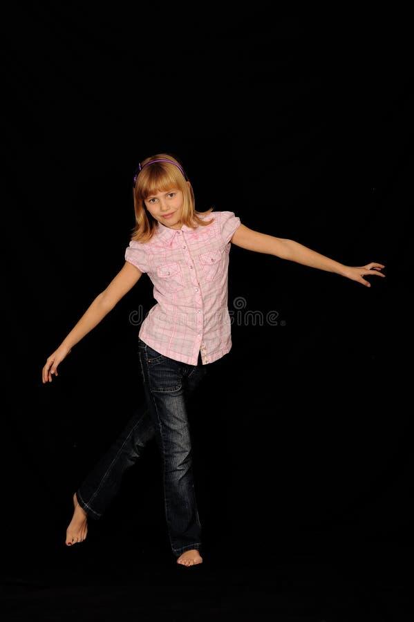 Het jonge meisje dansen stock afbeeldingen