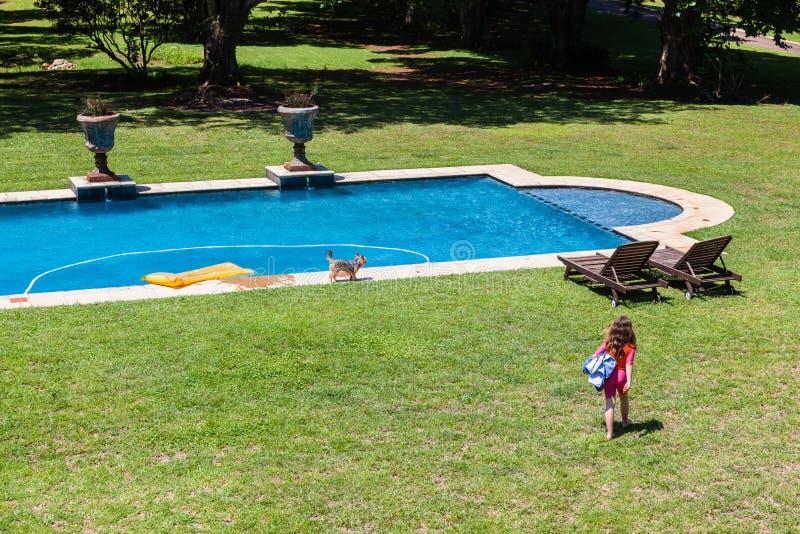 Het jonge Meisje Gaande Zwemmen royalty-vrije stock fotografie