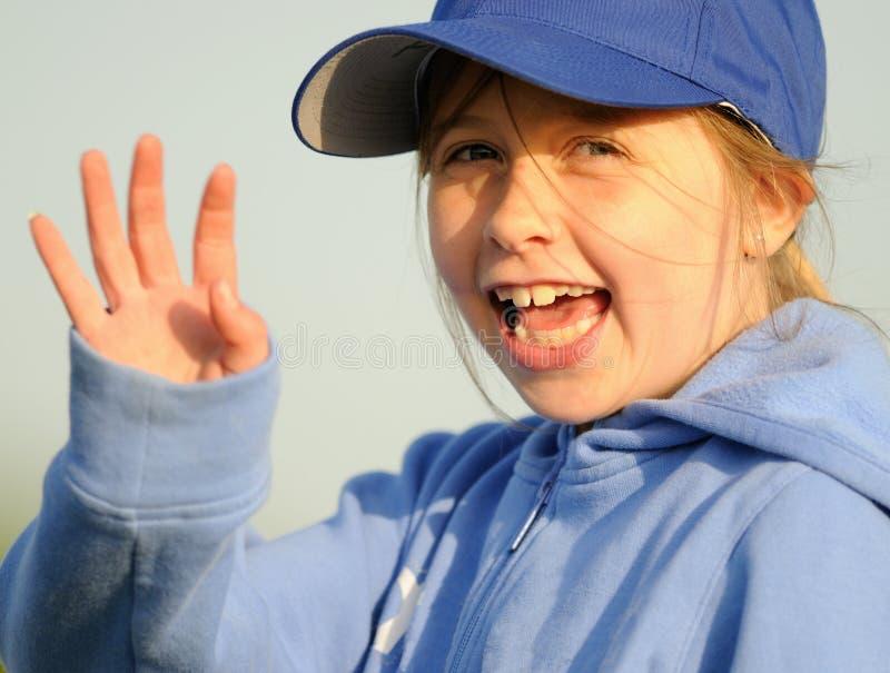 Het jonge meisje golven stock fotografie