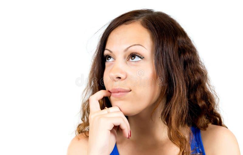 Het jonge meisje kijkt pensively omhoog royalty-vrije stock fotografie