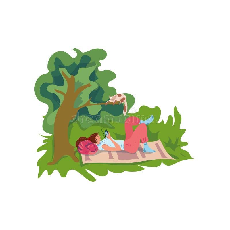 Het jonge meisje luistert muziek en rust bij groen park royalty-vrije illustratie