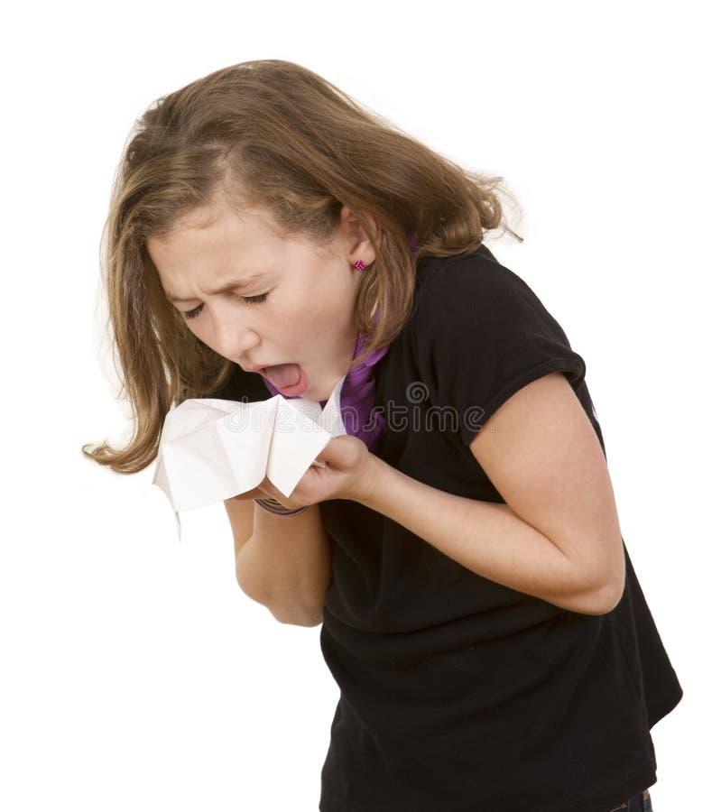 Het jonge meisje niezen stock foto