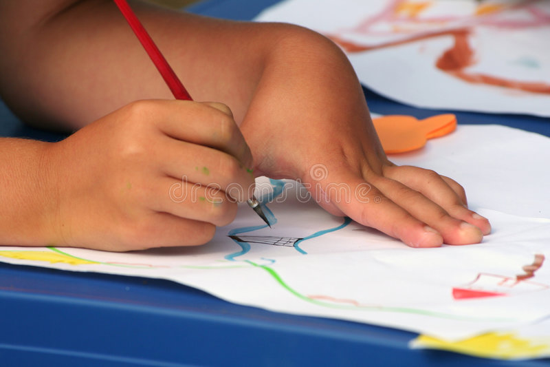 Het jonge meisje schilderen royalty-vrije stock foto