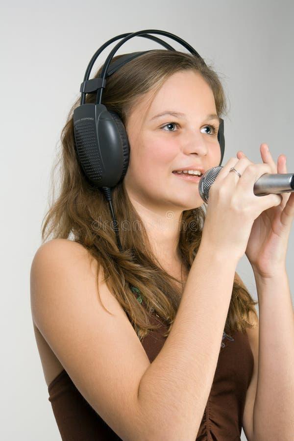 Het jonge meisje zingen royalty-vrije stock fotografie
