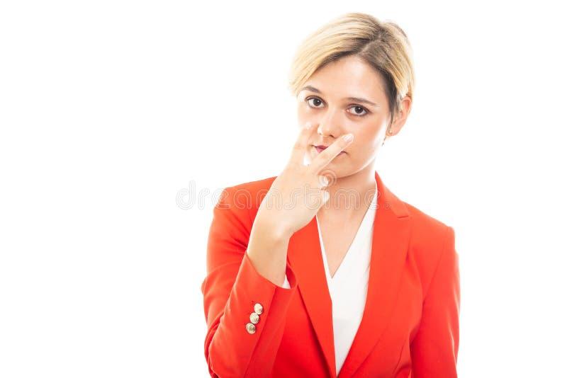 Het jonge mooie bedrijfsvrouw tonen onderzoekt mijn ogengebaar royalty-vrije stock afbeelding