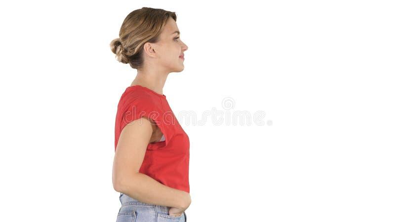 Het jonge mooie meisje met dient zakken in lopend op witte achtergrond stock foto's