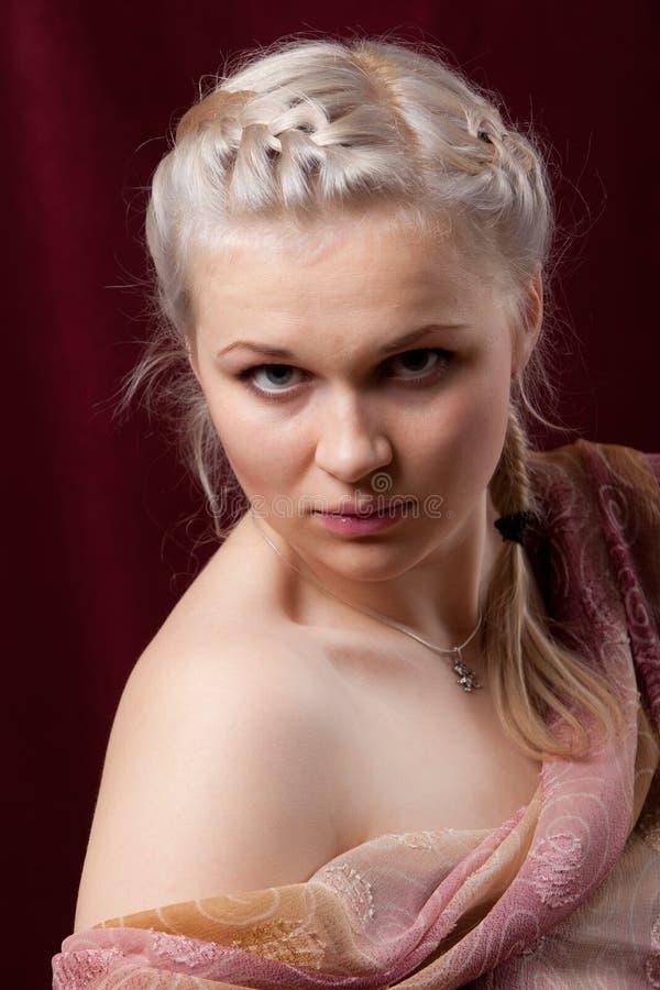 Het jonge mooie meisje van het portret stock afbeeldingen