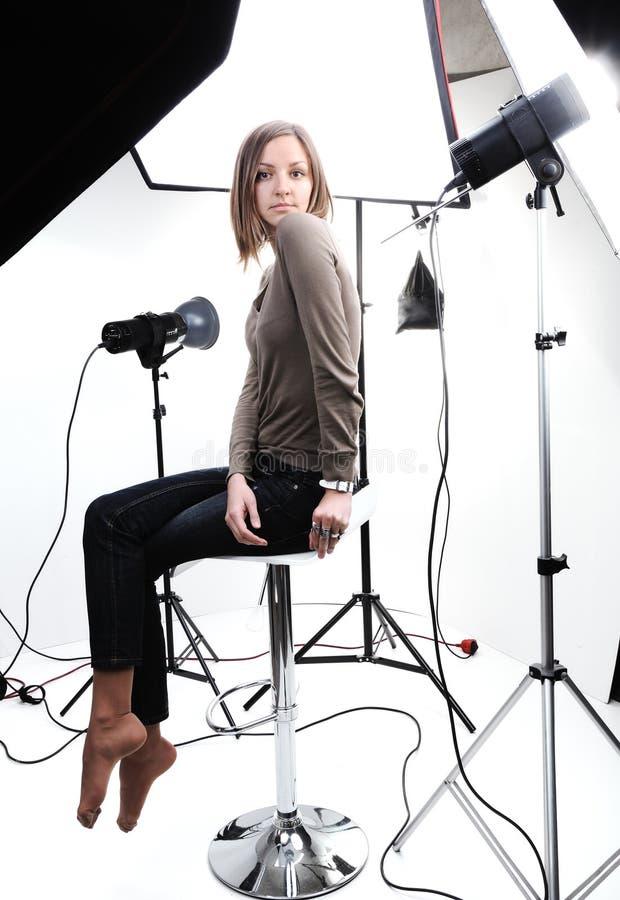 Het jonge mooie model stellen stock foto