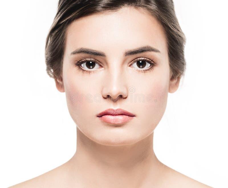 Het jonge mooie portret van de het close-upschoonheid van het vrouwengezicht met gezonde aardhuid en perfecte samenstelling stock foto's