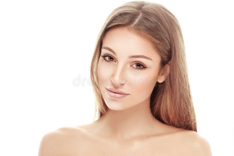 Het jonge mooie portret van het vrouwengezicht met gezonde huid royalty-vrije stock afbeelding