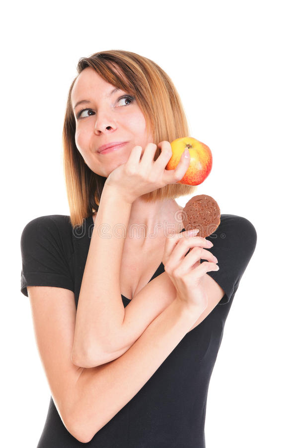 Het jonge mooie wijfje kiest van zoete cake en rode appel stock afbeeldingen