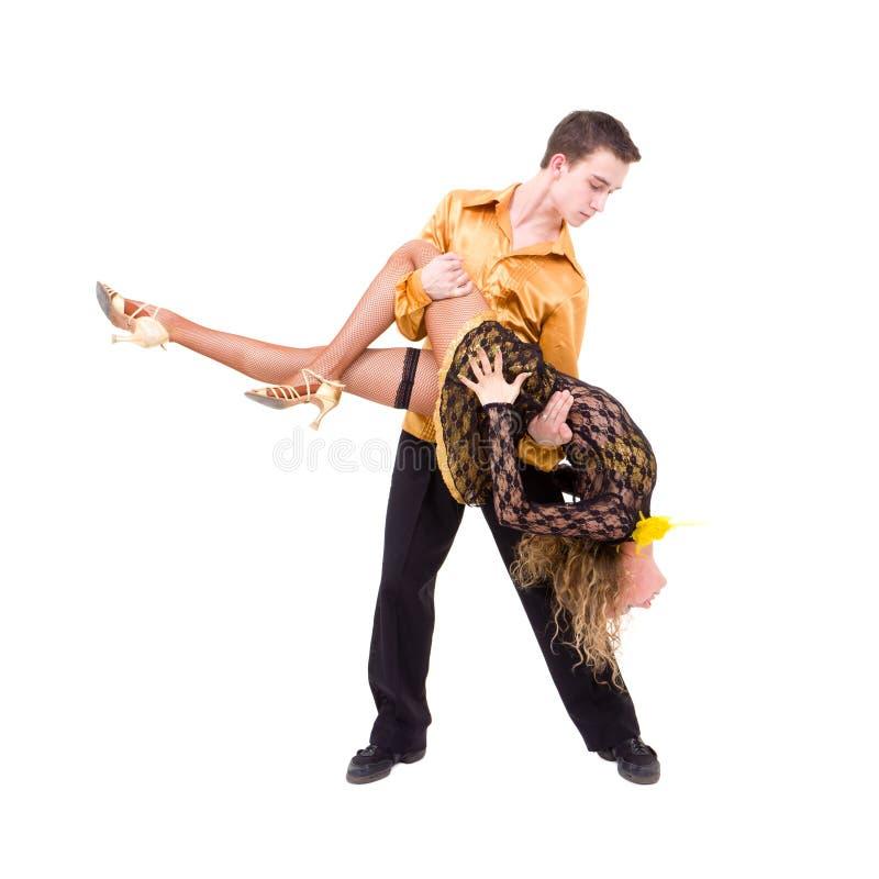 Het jonge paar latino dansen stock afbeelding