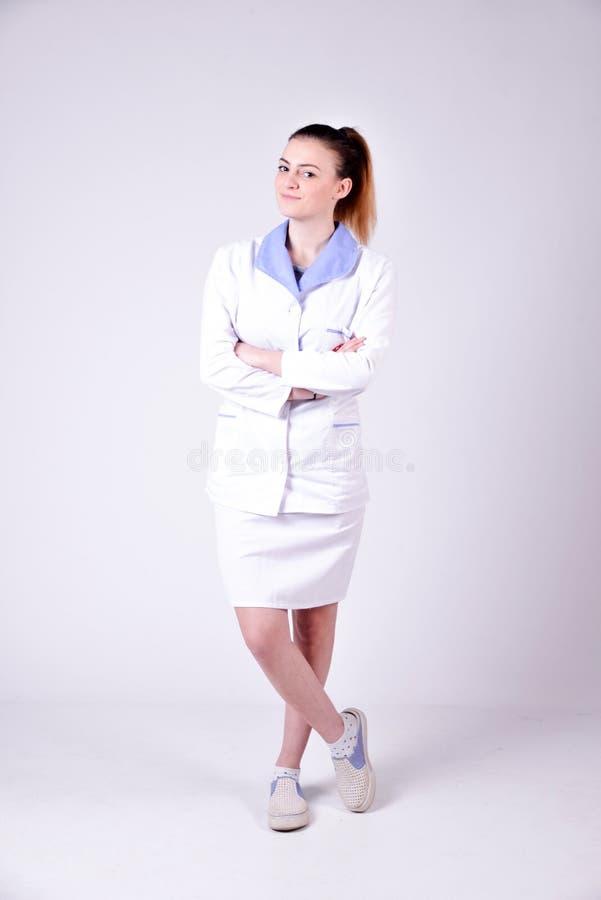 Het jonge portret van de verpleegsters volledige lengte royalty-vrije stock afbeeldingen