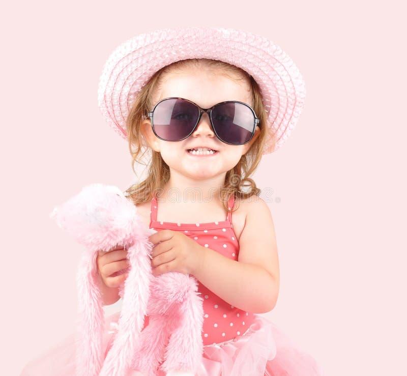 Het jonge Roze Kind van de Prinses met Zonnebril stock fotografie
