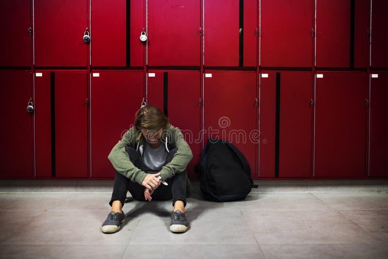 Het jonge student martelen van school intimidatie stock foto's