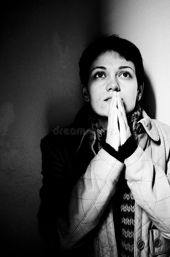 Het jonge vrouw bidden royalty-vrije stock foto's