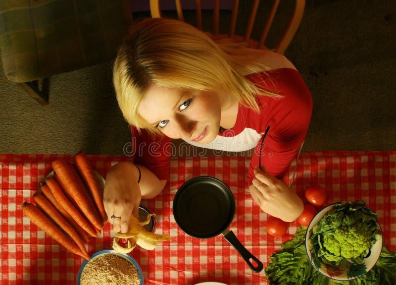 Het jonge vrouw eten royalty-vrije stock afbeelding