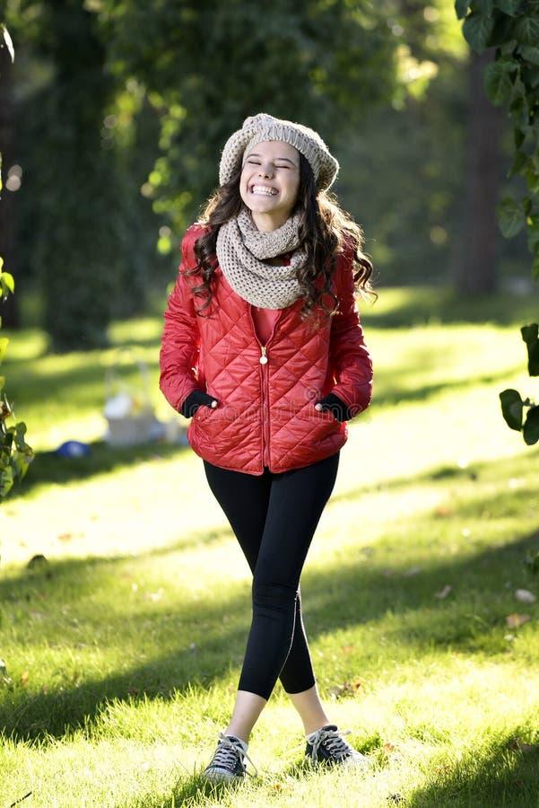 Het jonge vrouw lopen royalty-vrije stock fotografie