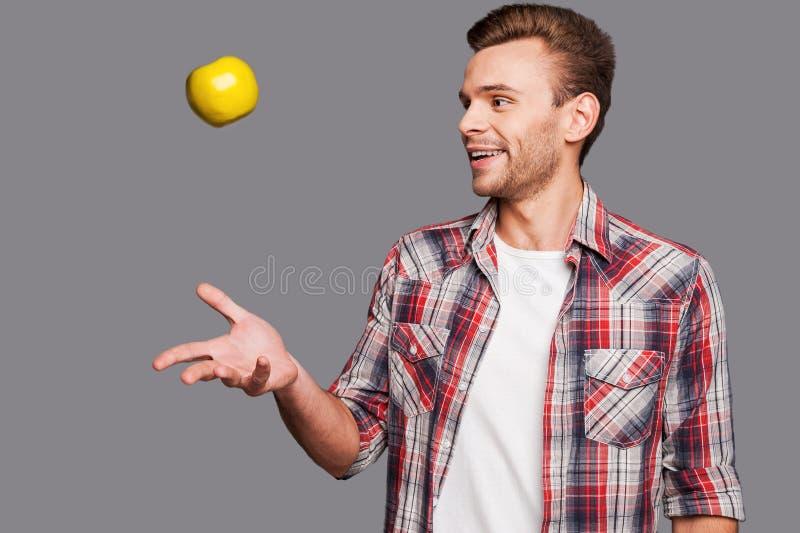 Het jongleren van met zijn gezonde levensstijl stock foto