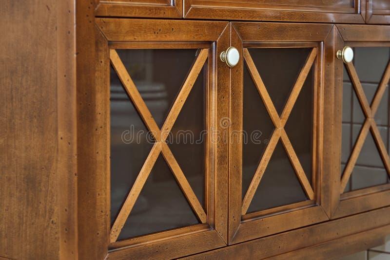 Het kabinet van de badkamersijdelheid met acrylcountertop in luxebadkamers De stijl van het land Detailsmeubilair royalty-vrije stock foto's
