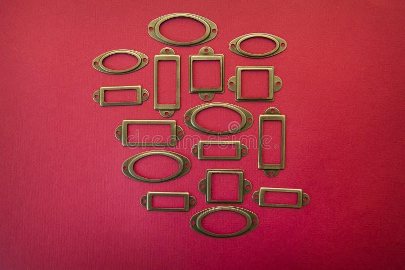 Het kader van het ontwerpelement voor verkoop op een rode achtergrond royalty-vrije stock foto's