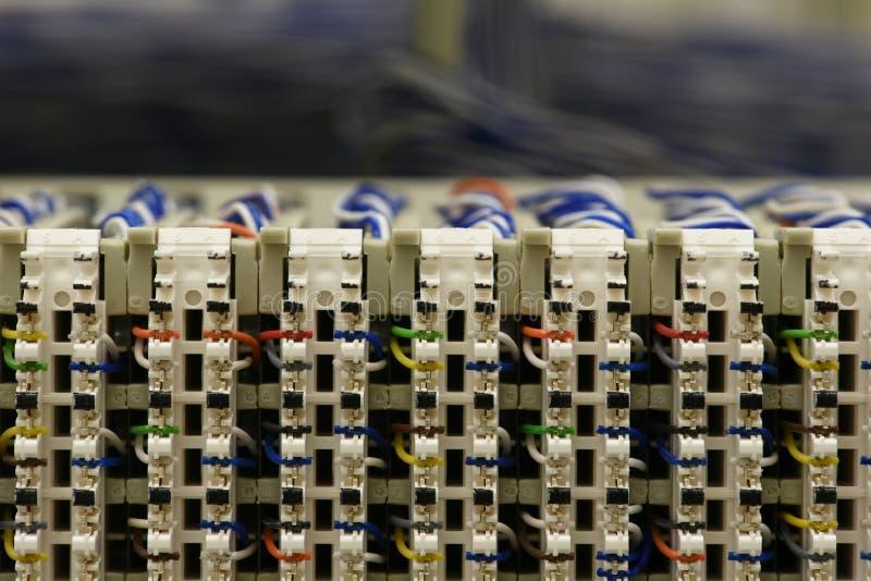 Het kaderkabinet van de telecommunicatie-uitrustings hoofddistributie stock fotografie