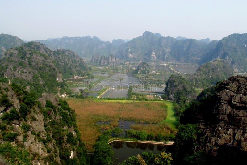 Het kalksteenlandschap van Ninhbã¬nh stock afbeelding