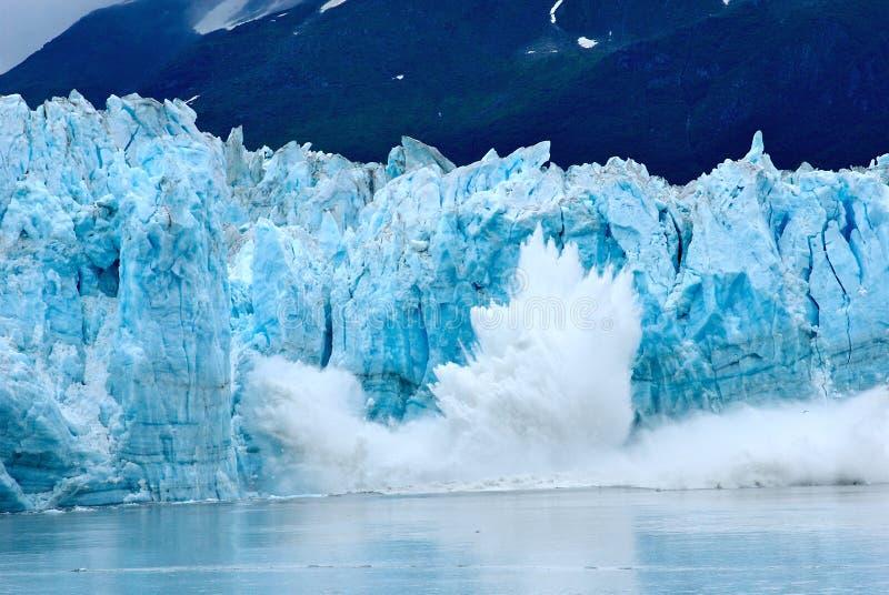 Het kalven van de gletsjer stock fotografie