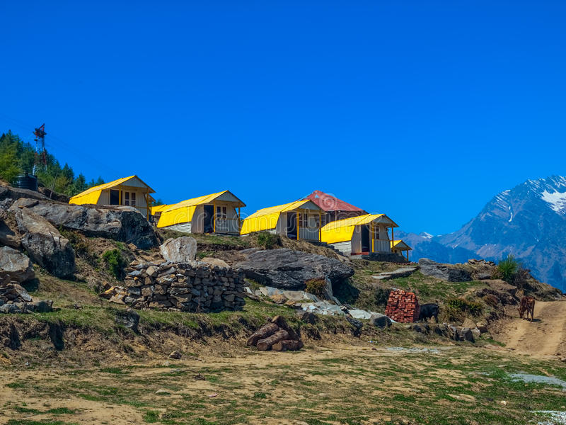 Het kamp van de berg - Himalayagebergte stock afbeelding