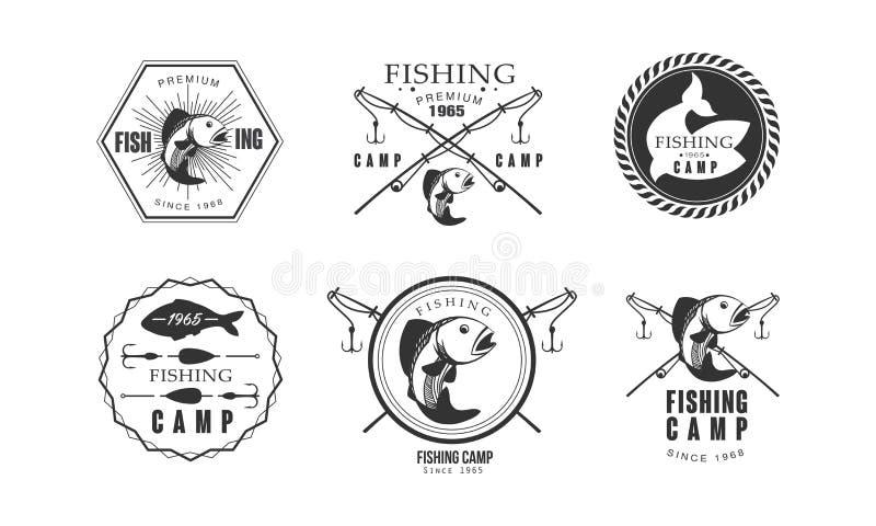 Het kamp van de visserijpremie sinds het embleemontwerp van 1965, het wild, reis, vectorillustratie van avonturen retro etiketten stock illustratie