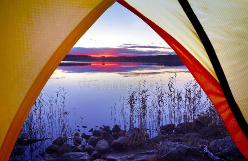 Het kamperen in de Aard royalty-vrije stock fotografie