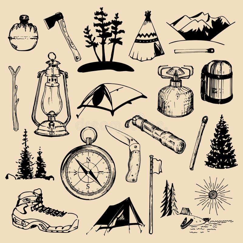 Het kamperen geschetste elementen Vectorreeks uitstekende hand getrokken openluchtavonturenillustraties voor emblemen, kentekens  stock illustratie