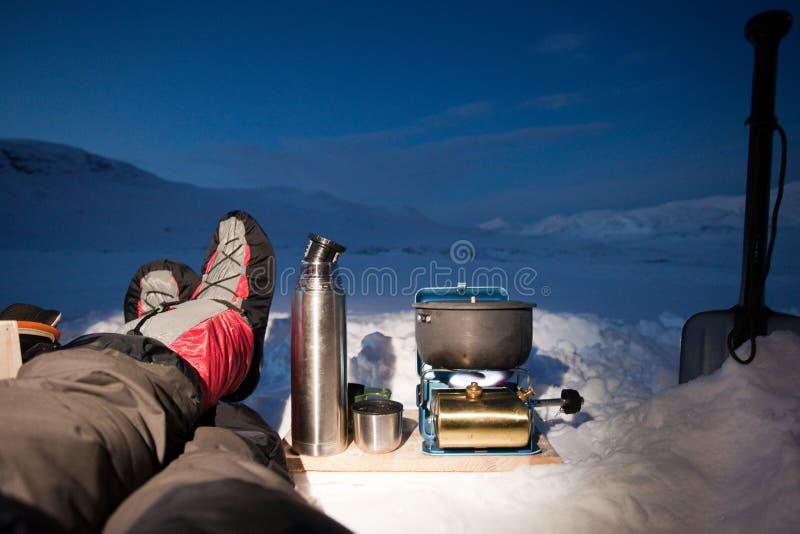 Het kamperen in ijs en sneeuw stock afbeelding