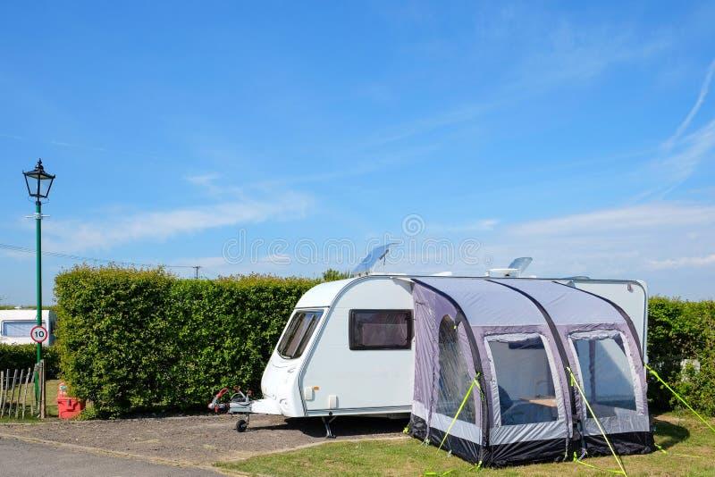Het kamperen op een caravanpark royalty-vrije stock afbeelding