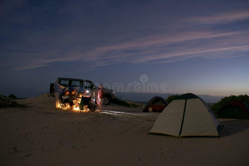 Het kamperen op strand royalty-vrije stock foto