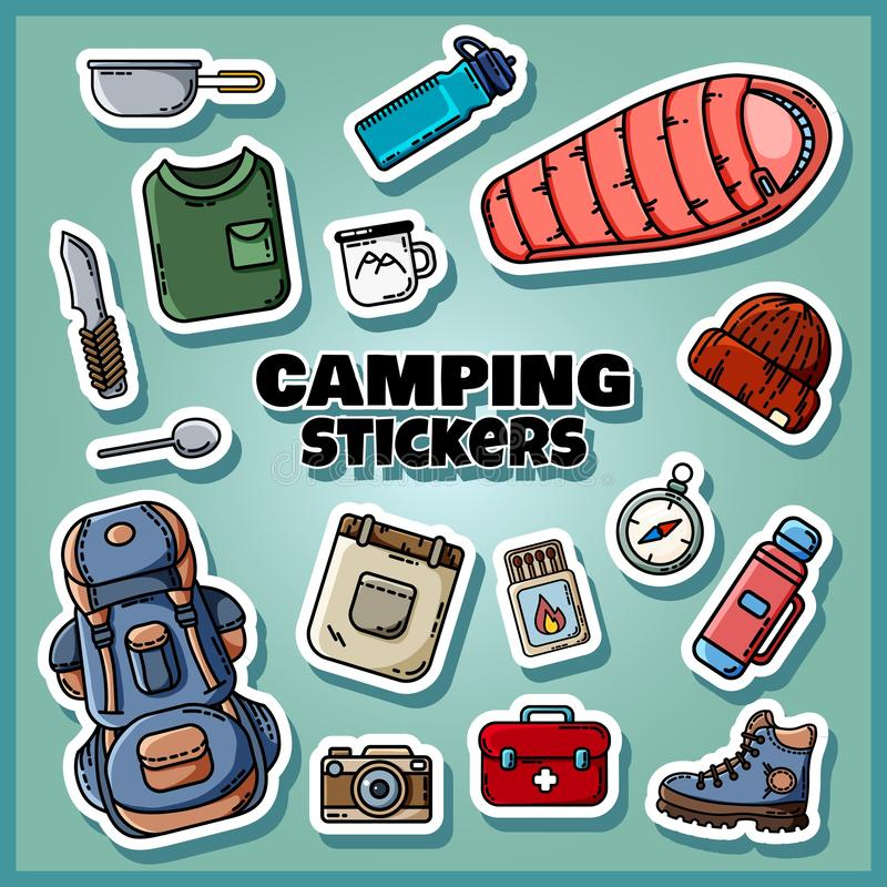 Het kamperen stickers geplaatst affiche Inzameling van vlakke stijletiketten stock illustratie