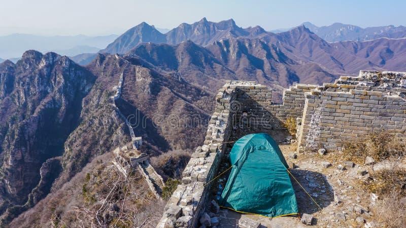 Het kamperen tent op de Grote Muur van China stock fotografie