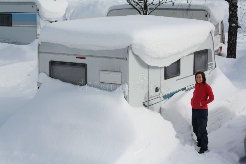 Het kamperen van de winter royalty-vrije stock afbeelding