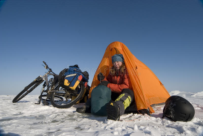 Het kamperen van het ijs stock afbeelding