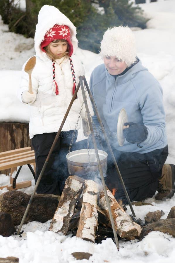 Het kampvuur van de winter stock fotografie