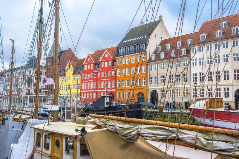 Het Kanaal en het District van Kopenhagen Nyhavn stock foto's