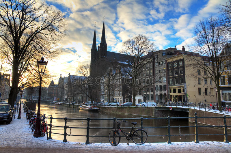 Het kanaal van Amsterdam Krijtberg royalty-vrije stock afbeeldingen
