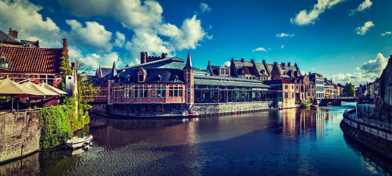 Het kanaal van Gent. Gent, België stock foto's