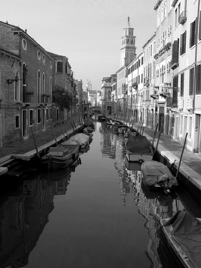 Het kanaal van Venetië in ochtendlicht stock foto's