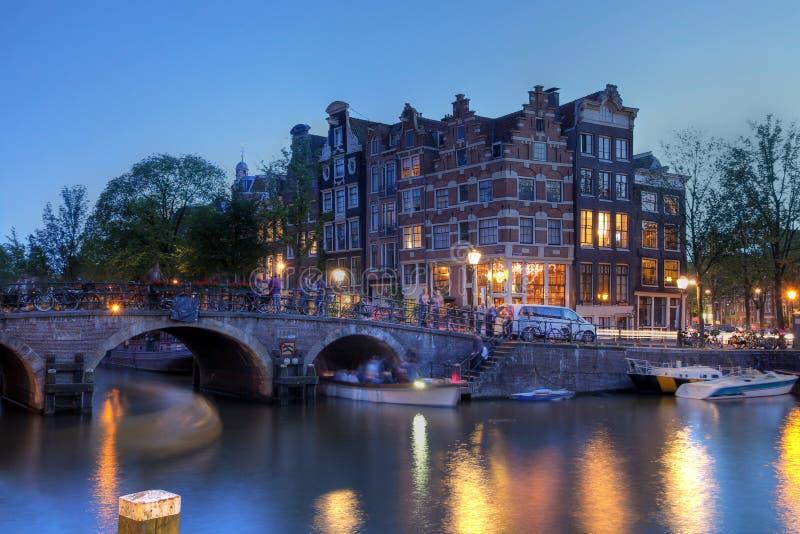 Het kanaalhuizen van Amsterdam, Nederland stock afbeeldingen