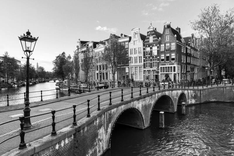 Het kanaallantaarn BW van Amsterdam royalty-vrije stock foto