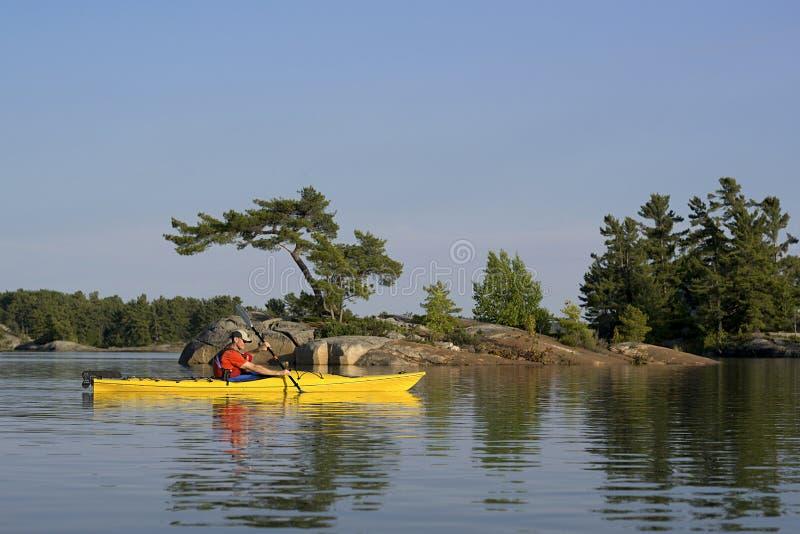 Het Kanaalmeer Huron van het Kayakingsnoorden stock afbeeldingen